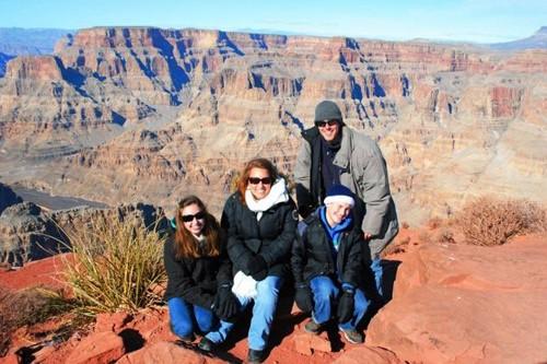 Nhà Martin thăm Grand Canyon ở bang Arizona. Ảnh: Caters News Agency