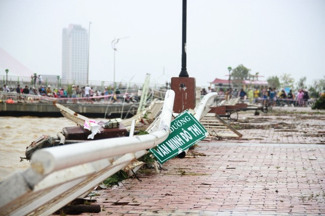 Đà Nẵng thiệt hại nặng nề do bão số 11