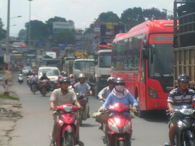 Vụ tai nạn khiến giao thông qua đây kẹt xe kéo dài