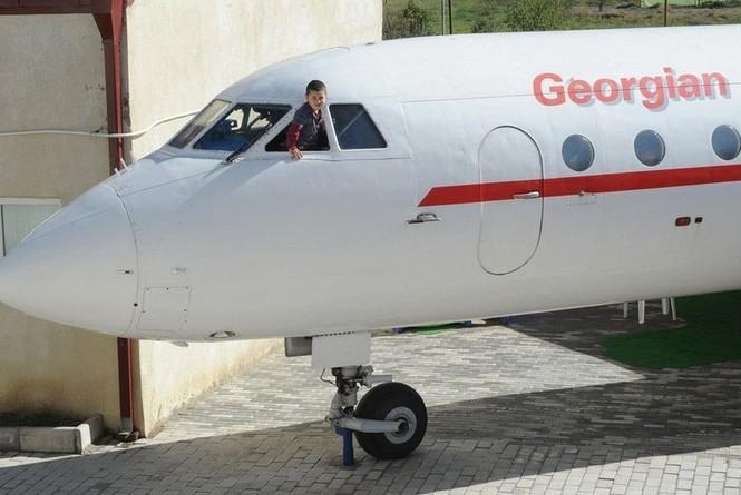 Biến máy bay thành lớp học mẫu giáo - ảnh 4