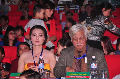 Hoa hậu quý bà Hoàng Yến và Trưởng Ban Giám khảo Dương Trung Quốc