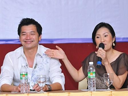 Vợ chồng diễn viên Quang Minh, Hồng Đào trong lần về Việt Nam đóng phim