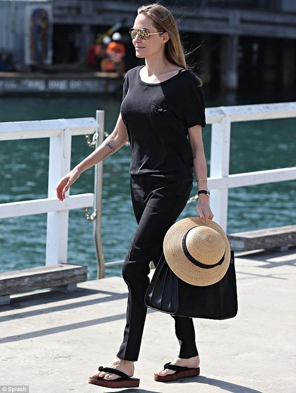 Angelina Jolie quyến rũ với hình xăm mới - ảnh 1