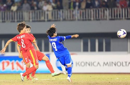 Sau nhiều cơ hội bị bỏ lỡ, Minh Nguyệt ghi bàn mở tỷ số cho Việt Nam