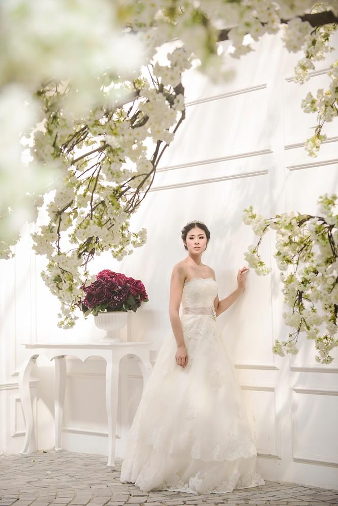 Ngọc Hân kiêu kỳ trong bộ váy cưới tự thiết kế - ảnh 4