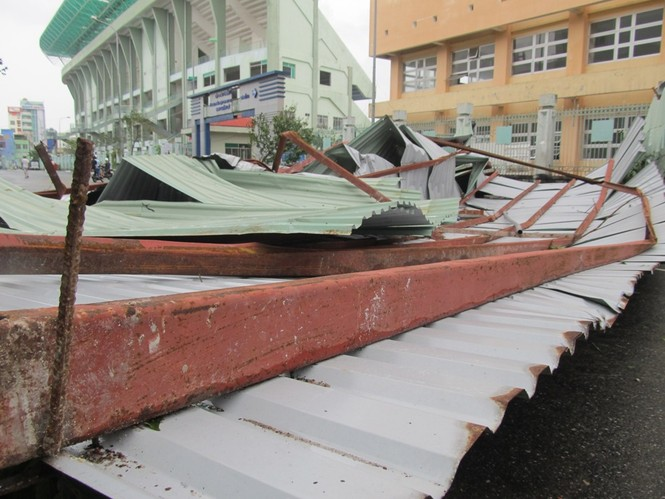 ẢNH NÓNG: Đà Nẵng quay cuồng trong siêu bão - ảnh 2