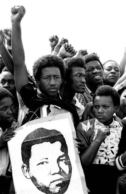 Năm 1985: Những người biểu tình tập trung ở Cape Town và đòi thả tự dự do cho ông Mandela