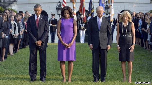 Tổng thống Obama, phó tổng thống Joe Biden cùng phu nhân dự lễ tưởng niệm các nạn nhân vụ khủng bố 11/9 tại Nhà Trắng