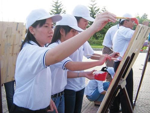 Sinh viên ĐH Quốc gia TP.HCM tham gia hoạt động ngoại khóa