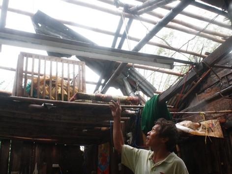 Người dân Quảng Nam sau bão.             Ảnh: Nguyễn Thành