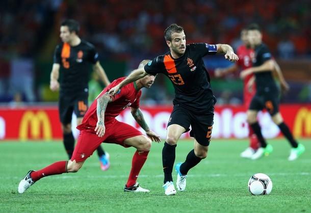Van der Vaart sớm mở tỉ số cho Hà Lan
