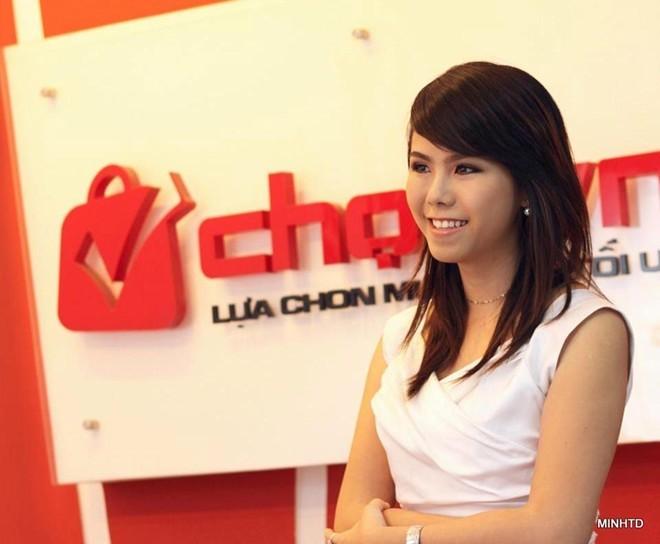 Từ khi mới 13 tuổi, Uyên Vy đã mở công ty             Bài viết: http://news.zing.vn/Co-gai-xinh-xan-mo-cong-ty-tu-tuoi-13-thu-nhap-tram-trieu-post356378.html#home_cate.tinchinh             Nguồn Zing News