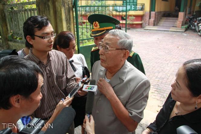 Trả lời câu hỏi phóng viên Tiền Phong, Trung tướng Đồng Sỹ Nguyên cho biết Tôi luôn xem Đại tướng như người anh lớn của mình toàn Đảng, toàn quân, toàn dân ta đã mất đi một vị Đại tướng tài ba lỗi lạc, một danh tướng ở tầm thế giới