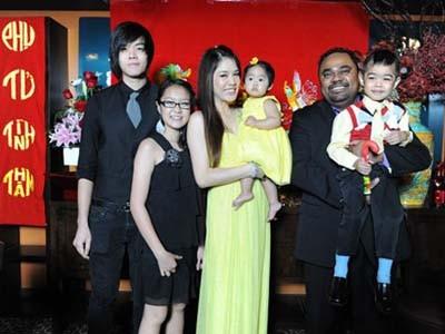Ngôi nhà hạnh phúc của họ ở Mỹ hiện có 4 con cả chung lẫn riêng             Bài viết: http://news.zing.vn/Thu-Phuong-ly-hon-bat-ngo-de-co-cuoc-tinh-dinh-menh-post360494.html#home_featured.tinnong             Nguồn Zing News
