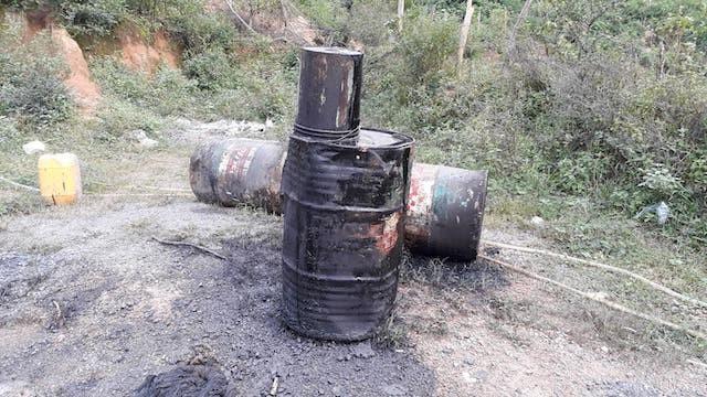 Phát hiện 200 lít dầu thải đổ ở đầu nguồn sông Hiếu - ảnh 4