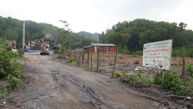 Phát hiện 200 lít dầu thải đổ ở đầu nguồn sông Hiếu - ảnh 3