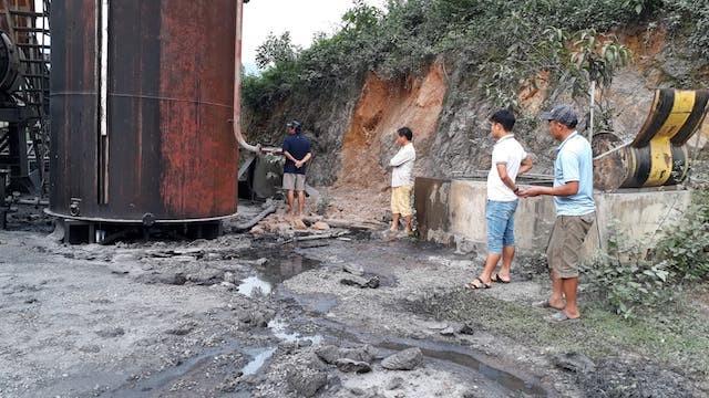 Phát hiện 200 lít dầu thải đổ ở đầu nguồn sông Hiếu - ảnh 5