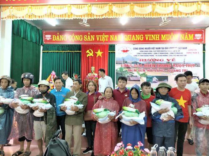 Trao quà hỗ trợ người dân khắc phục lũ lụt tại Quảng Trị - ảnh 1