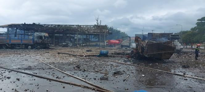 Xe chở pháo phát nổ ở cửa khẩu, 6 người thương vong - ảnh 3