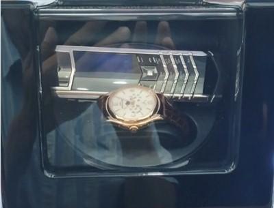 Ông Đoàn Ngọc Hải đã bán được điện thoại, đồng hồ giá 2 tỷ đồng   - ảnh 2