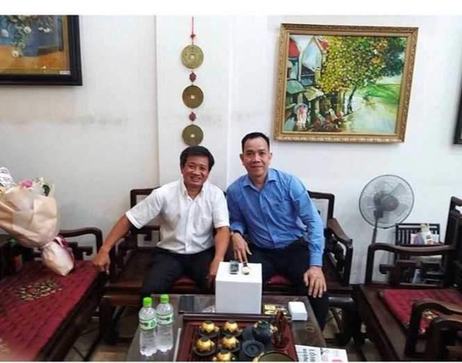 Ông Đoàn Ngọc Hải đã bán được điện thoại, đồng hồ giá 2 tỷ đồng   - ảnh 1