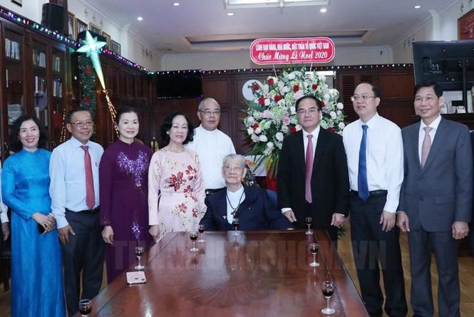 Bà Trương Thị Mai thăm, chúc mừng Giáng sinh Tòa Tổng Giám mục TPHCM  - ảnh 2