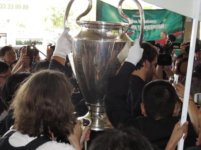 Van Nistelrooy đã đến Sài Gòn cùng Cup Champions League - ảnh 5