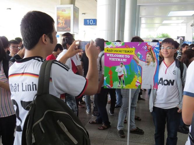 Van Nistelrooy đã đến Sài Gòn cùng Cup Champions League - ảnh 1