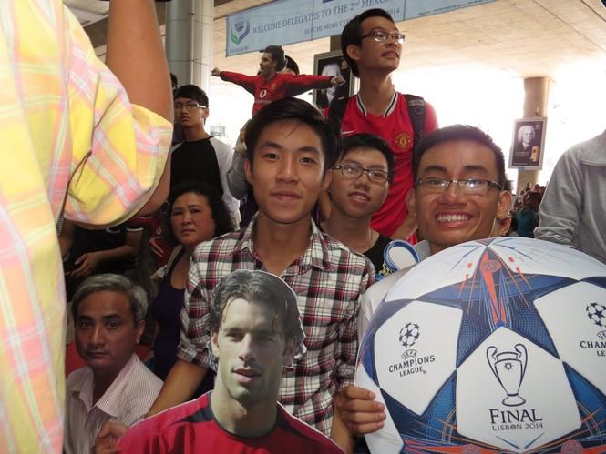 Van Nistelrooy đã đến Sài Gòn cùng Cup Champions League - ảnh 2