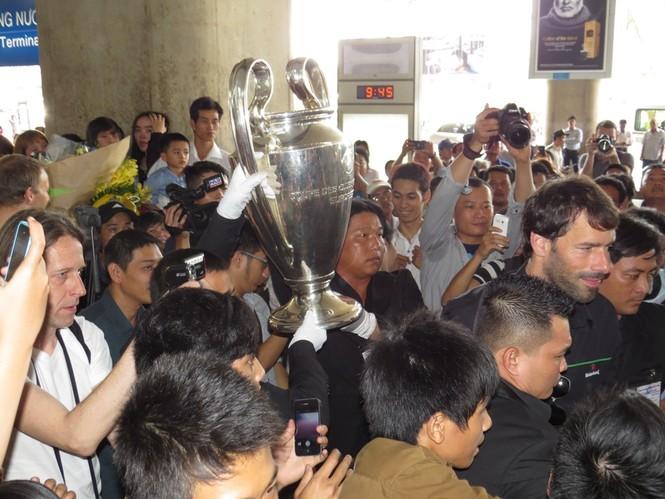 Van Nistelrooy đã đến Sài Gòn cùng Cup Champions League - ảnh 4