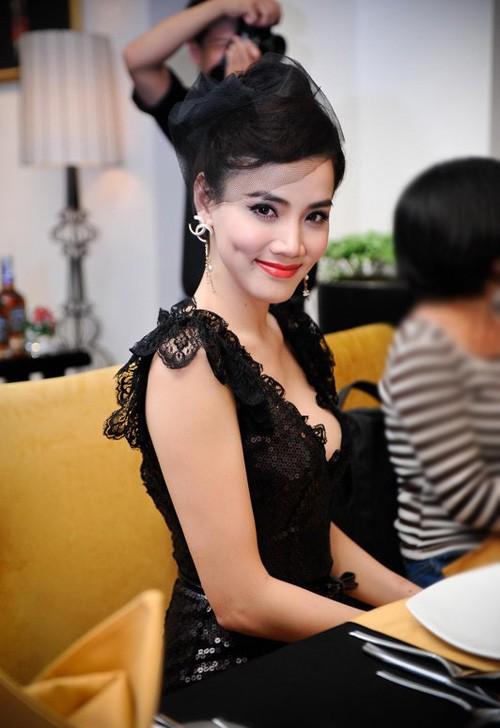 Sao Việt hóa 'công nương' với mũ cổ điển - ảnh 3