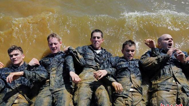 Hải quân Mỹ luyện binh nơi 'địa ngục trần gian' - ảnh 1