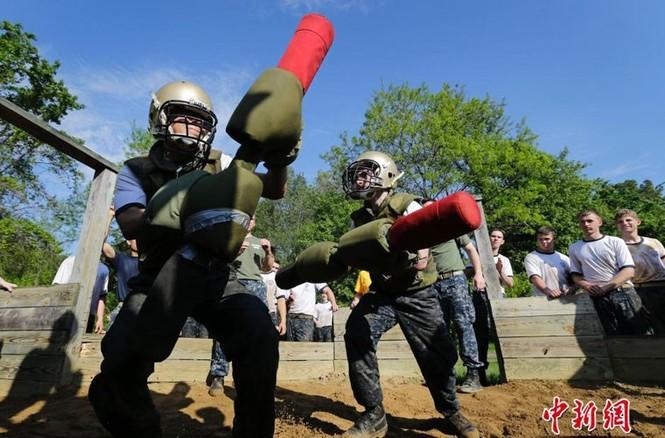 Hải quân Mỹ luyện binh nơi 'địa ngục trần gian' - ảnh 3