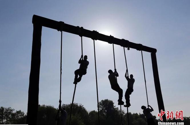 Hải quân Mỹ luyện binh nơi 'địa ngục trần gian' - ảnh 5
