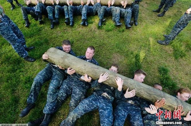 Hải quân Mỹ luyện binh nơi 'địa ngục trần gian' - ảnh 6