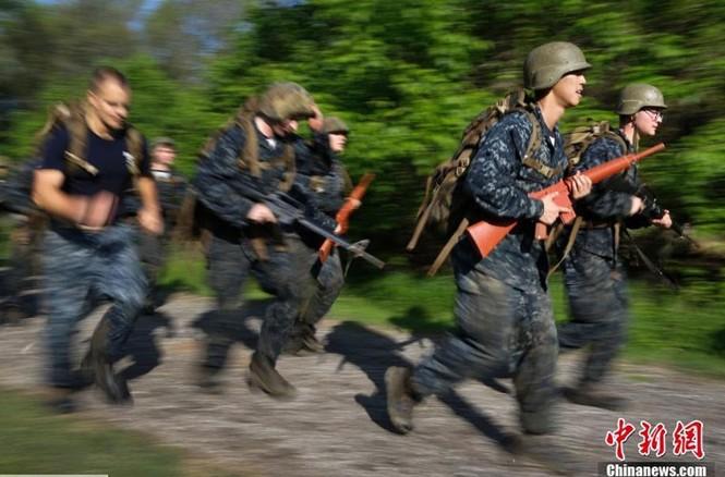 Hải quân Mỹ luyện binh nơi 'địa ngục trần gian' - ảnh 9