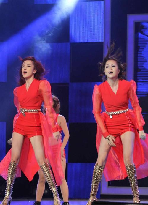 Chị em Thiều Bảo Trang nhảy bốc lửa  - ảnh 1