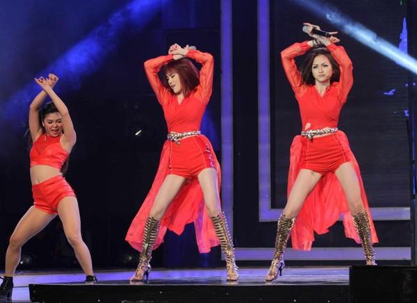 Chị em Thiều Bảo Trang nhảy bốc lửa  - ảnh 2