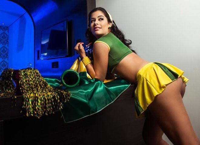 Khoác áo Brazil, 'bom sex' Larissa Riquelme khoe thân dữ dội   - ảnh 6