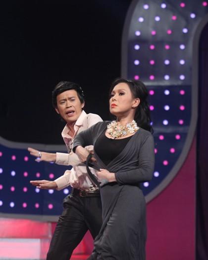 'Cười vỡ bụng' với phiên bản 'Anh không đòi quà' của Việt Hương - Hoài Linh - ảnh 5