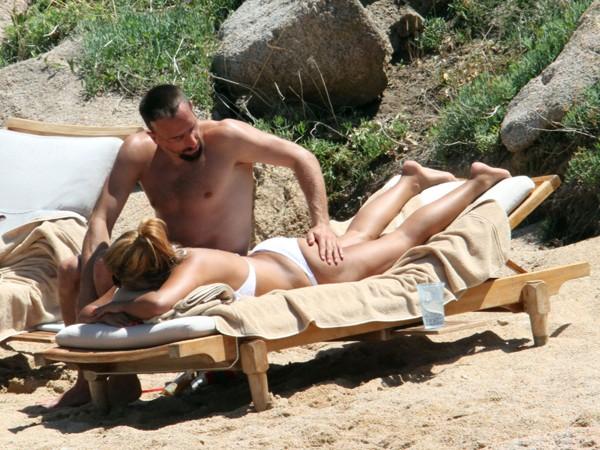 'Đau mắt' vì vợ chồng Ribery diễn cảnh nóng trên bãi biển - ảnh 2
