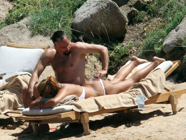 'Đau mắt' vì vợ chồng Ribery diễn cảnh nóng trên bãi biển - ảnh 3