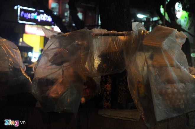 Nhọc nhằn mưu sinh trong đêm mưa Sài Gòn - ảnh 6