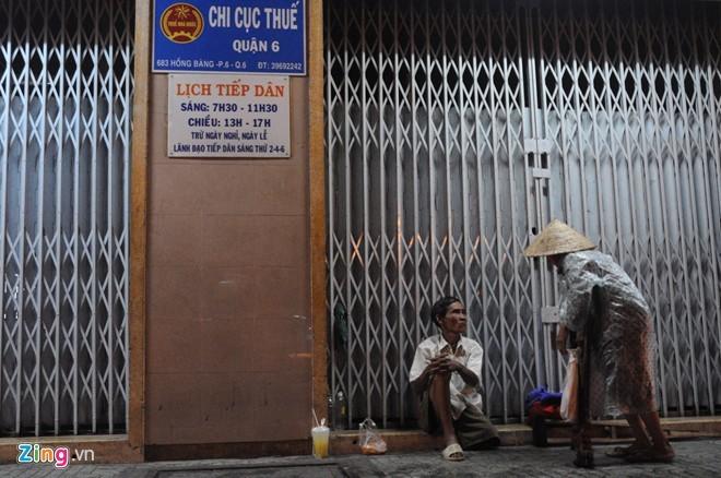 Nhọc nhằn mưu sinh trong đêm mưa Sài Gòn - ảnh 8