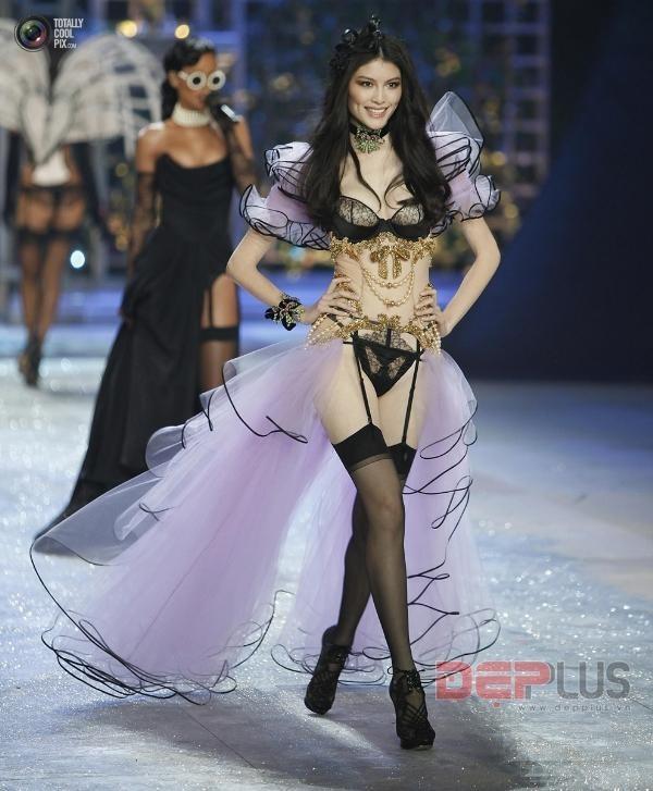 Sự thật sau vẻ lộng lẫy của thiên thần Victoria's Secret - ảnh 4