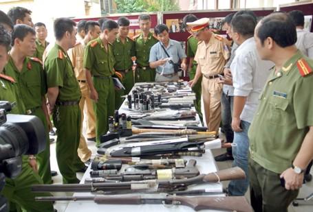 Choáng với lượng vũ khí 141 Hà Nội bắt trong 3 năm - ảnh 1