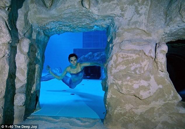 Bể bơi sâu nhất hành tinh ở Italy - ảnh 4