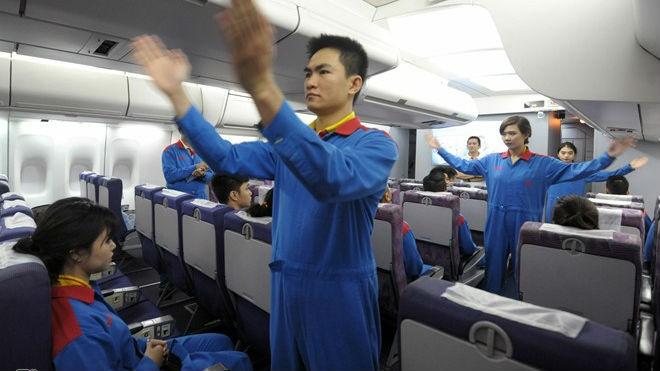 Tận thấy tiếp viên hàng không Việt khổ luyện - ảnh 1