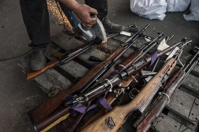 Vào trong lò tiêu hủy vũ khí của tội phạm - ảnh 5
