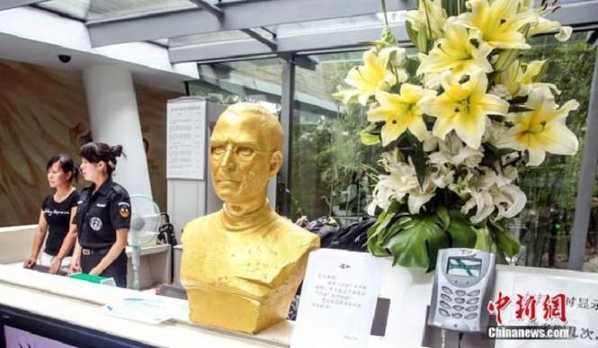 Steve Jobs được đúc tượng vàng tại Trung Quốc - ảnh 1